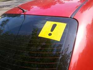"""Знак """"Начинающий водитель"""" - как снять, сколько ездить, правила, штрафы за отсутствие"""