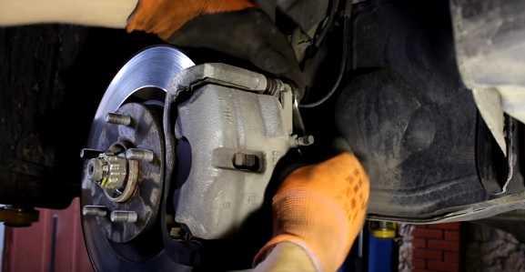 Замена передних тормозных колодок на Ниссан Х трейл Т31 2,0 л